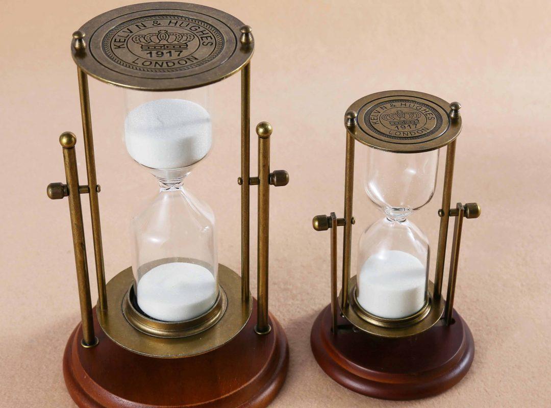 Mandel Hourglass Decor