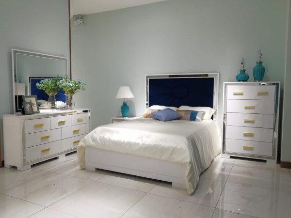 Aqua Bedroom Suite   Living Space